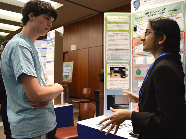 Yashaswini Makaram describes her project at Intel STS 2016.