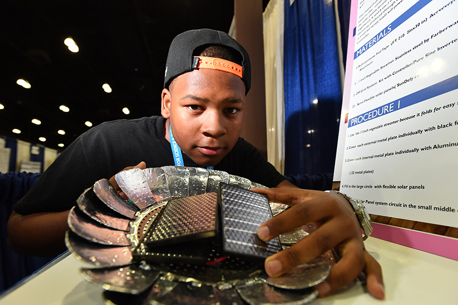 Jordan Pope, an Intel ISEF 2017 finalist from Baltimore, Maryland, presents his solar power heater kit.