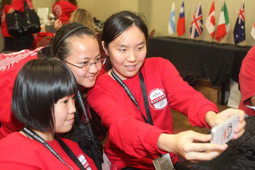 Chinese delegates Hanjie Li and Shuxuan Xiong and Singapore delegate Cher Ying Foo taking a selfie.