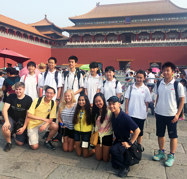 Intel ISEF finalists with Chinese school students.