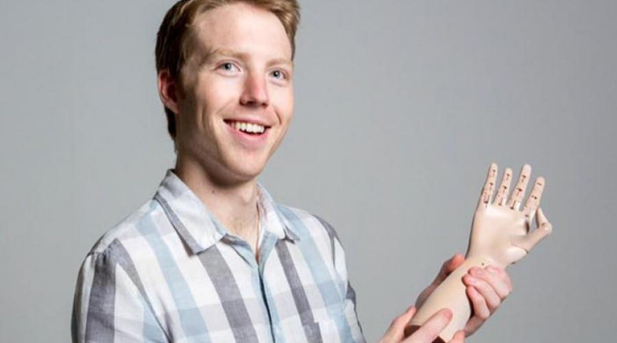 Easton LaChappelle uses 3D printing to build better prosthetics.