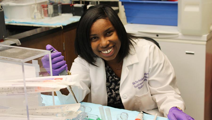 Kearra researches the UCP2 gene in a lab.